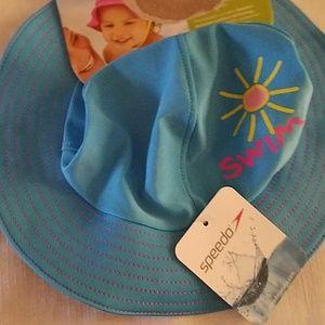 Infant sun hat.